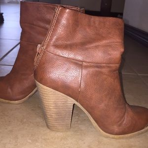 Size 6 brown leather boots